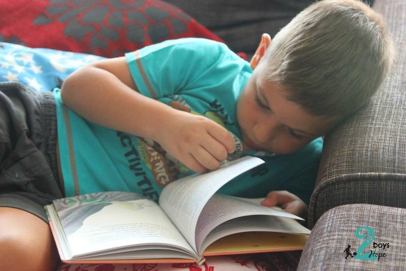 διαβάζοντας βιβλία