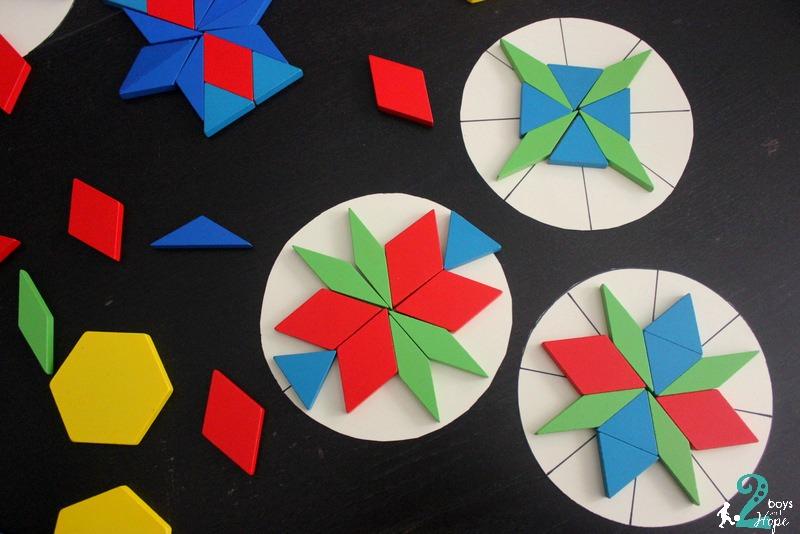 Συμμετρικά μοτίβα με σχήματα