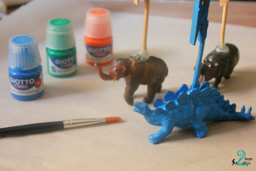 blue dinosaur memo holder