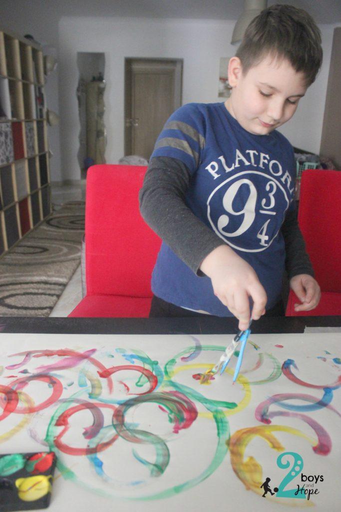 Νικόλας ζωγραφίζει