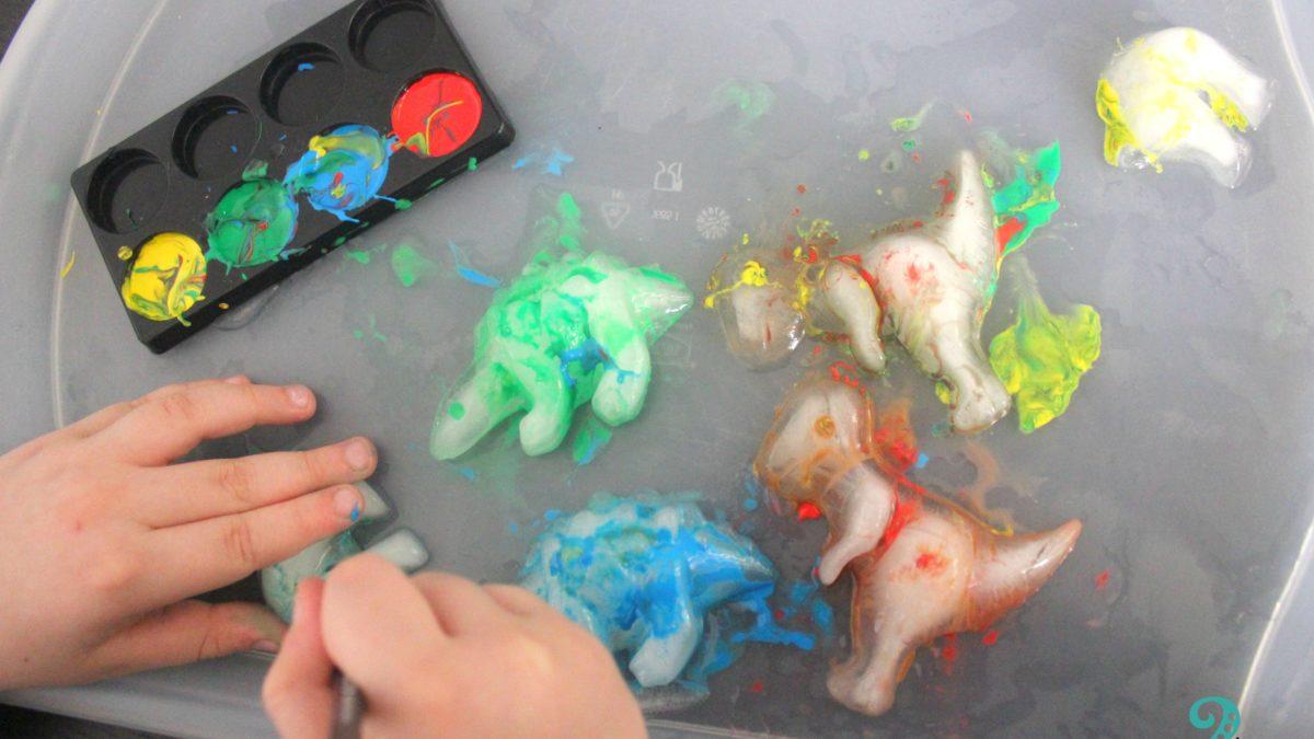 Χρωματιστοί παγωμένοι δεινόσαυροι